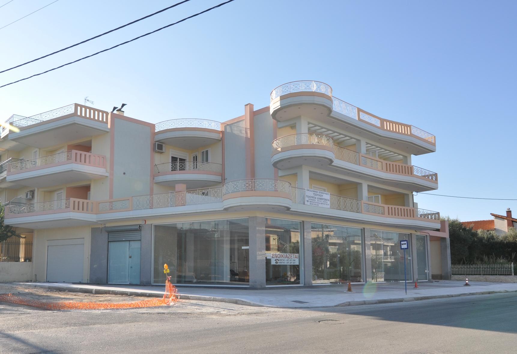 Οδός Πανεπιστημίου & Βησσαρίωνος-Πάτρα: Κτίριο διαμερισμάτων κατοικιων και καταστημάτων