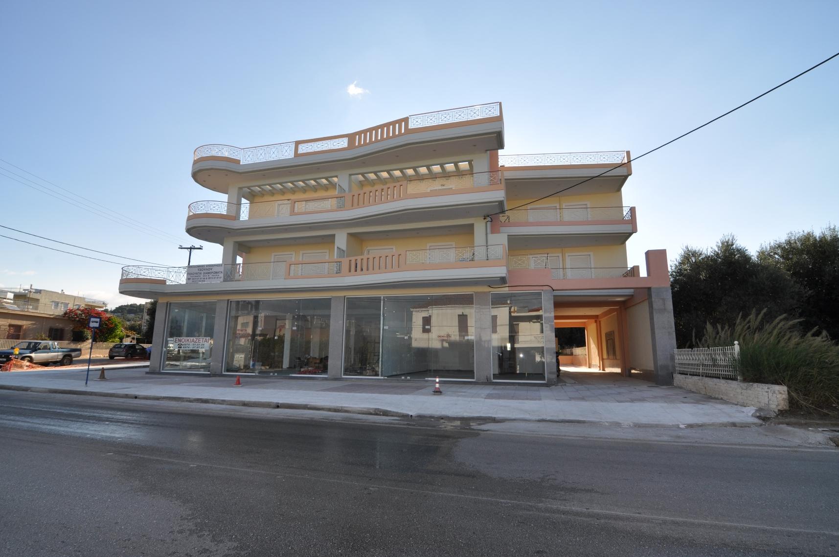 Πανεπιστημίου & Βησσαρίωνος: Καταστήματα ισογείου